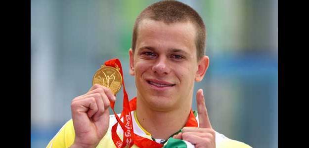 César Cielo con la medalla de oro